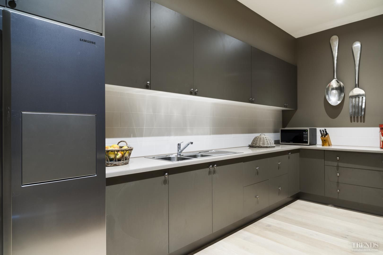 Modern scullery / butlers pantry   Home kitchens, Laundry design ...