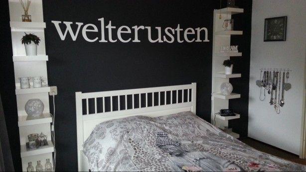 pimp je slaapkamer de witte plankenkasten links en rechts van het bed zijn kant en