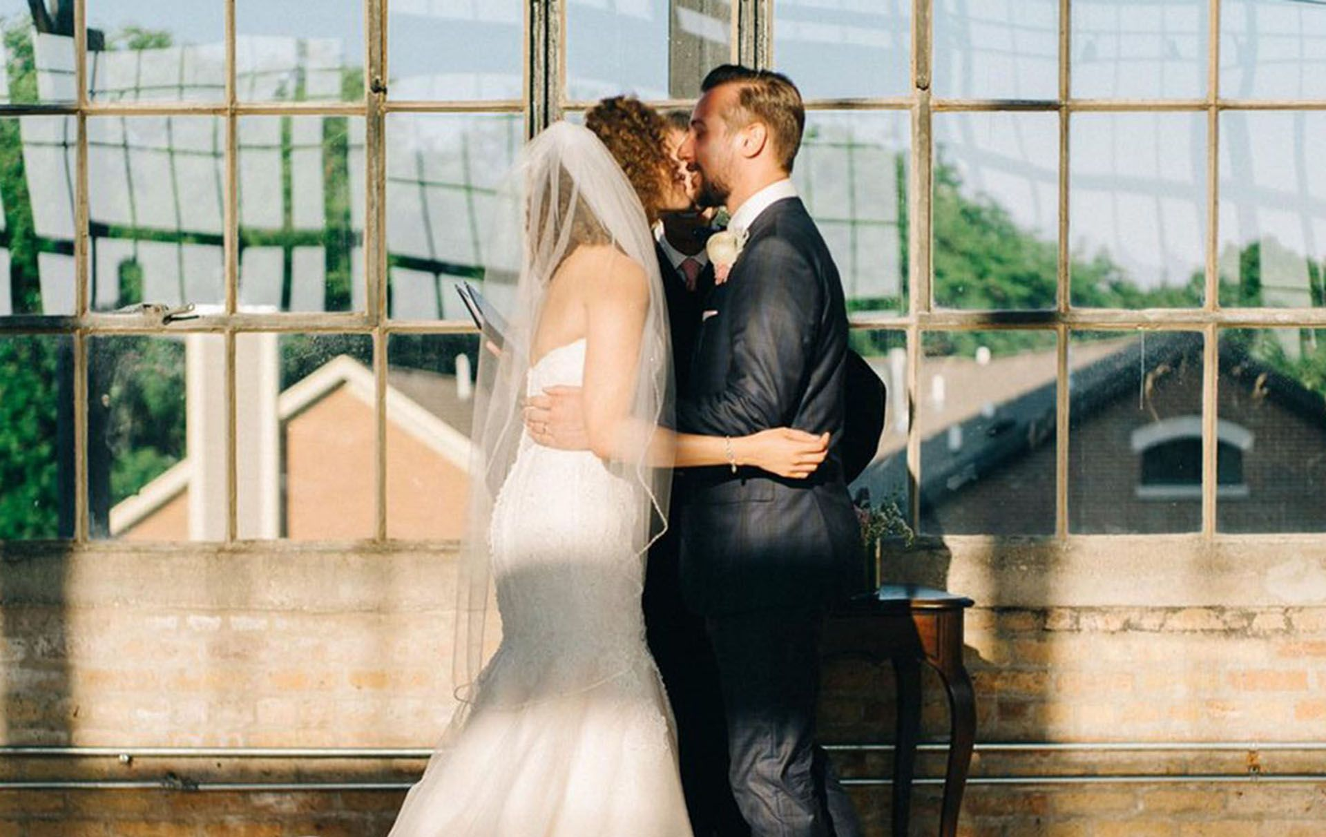 This couple's wedding photo has gone viral but can you