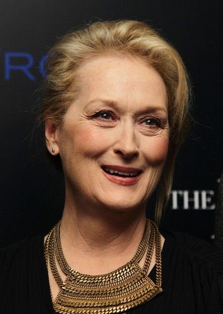 Why do we see so much talk about Meryl's aging? I see her the same, every time I see her. She's just Meryl! Simply! Always!