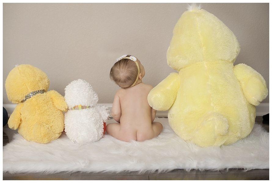 Boulder Colorado photographer, Boulder Colorado family photographer, 6 Month photo ideas, baby with stuffed animals