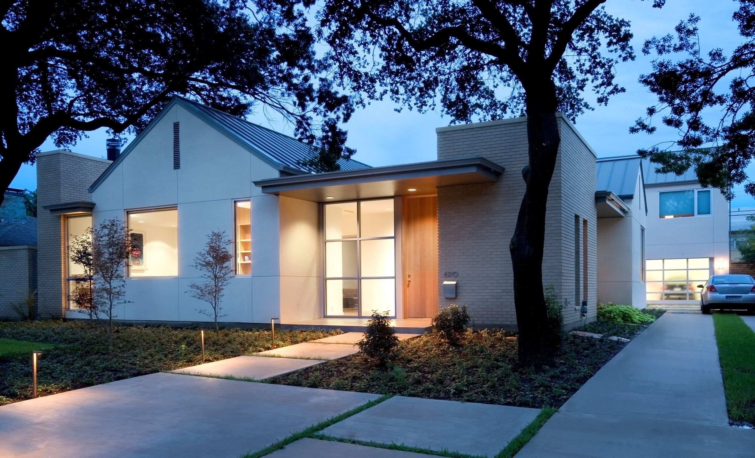 Modernist new build in Dallas I love the traditional references