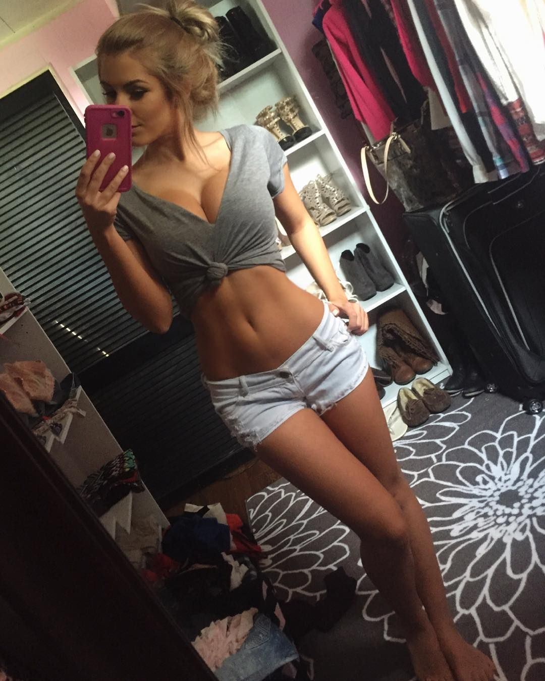 Women Image By Mjdfff Fff On Hot Snapchat Girls Girls Selfies