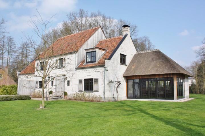Huis de 4 façades à vendre à Zoersel au prix de 1095000 - plan de maison moderne 3d