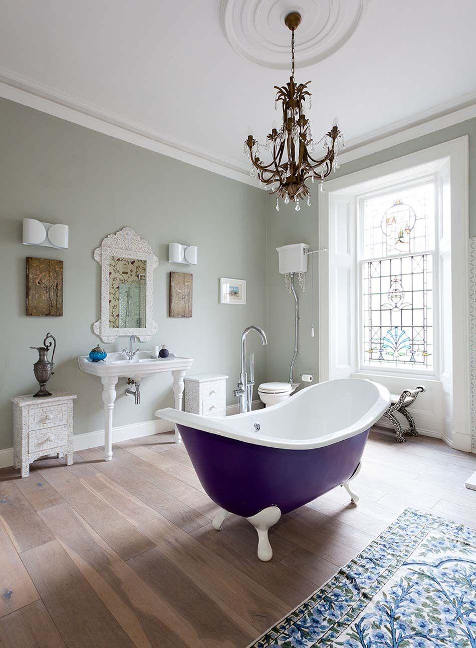 Baignoire de couleur pour relooker et embellir votre salle de bains