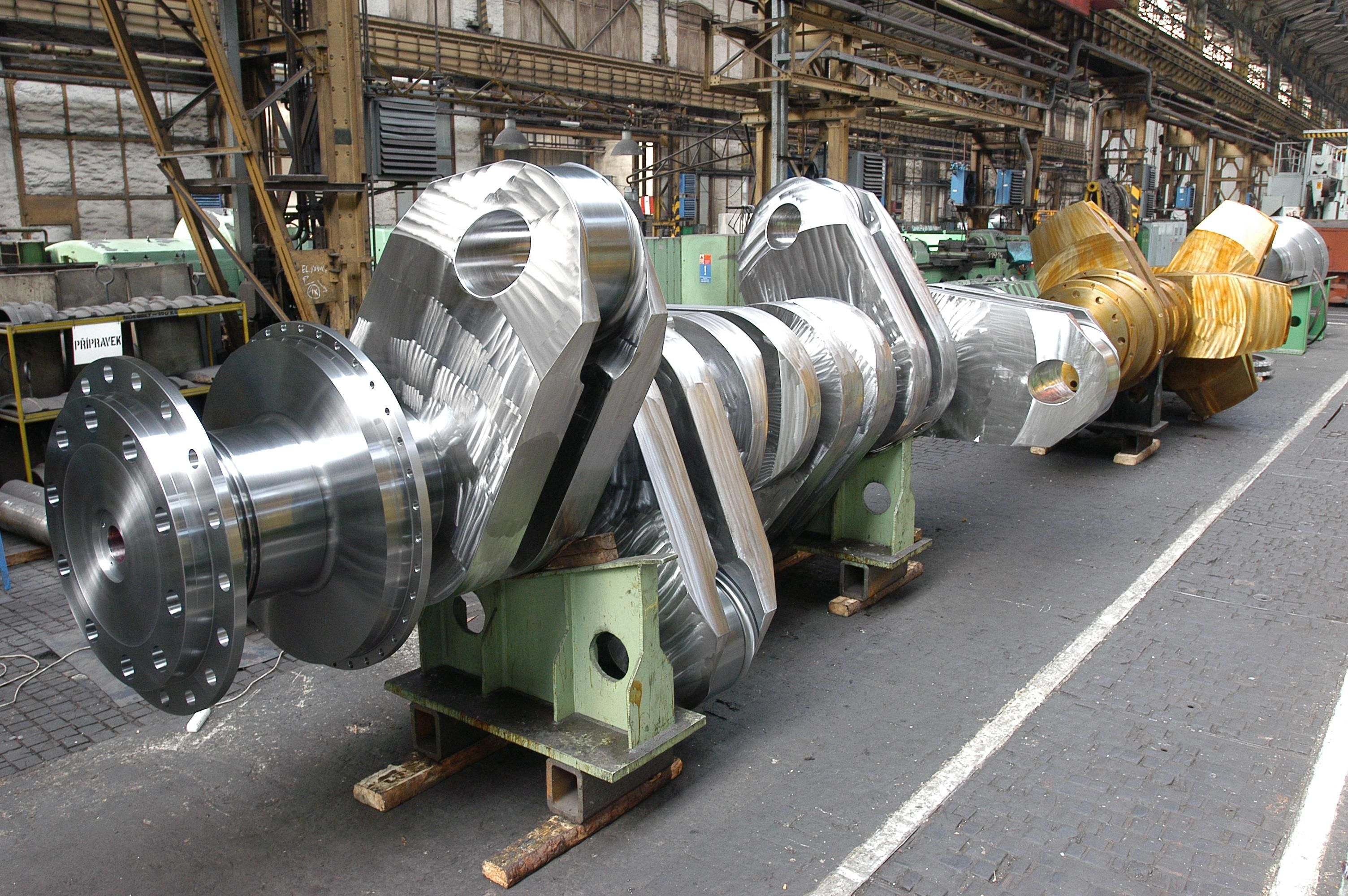 Crankshaft For A Diesel Ship Engine THE GIGANTIC MACHINE SHOP - Largest cruise ship engines