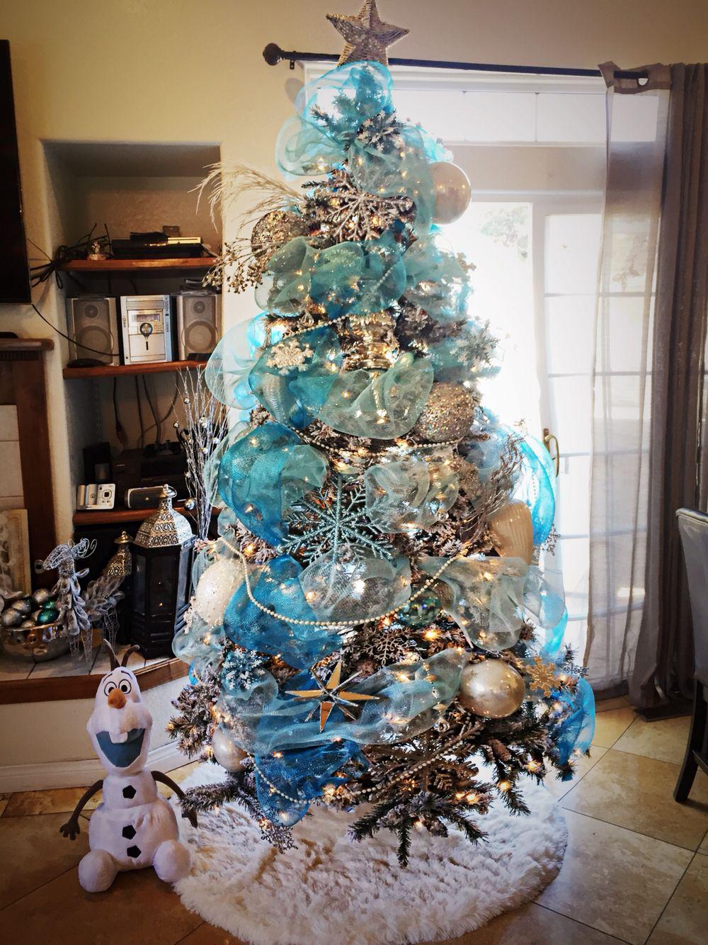 Frozen themed christmas tree i created shanny 39 s pins christmas tree themes disney - Luces arbol de navidad ...