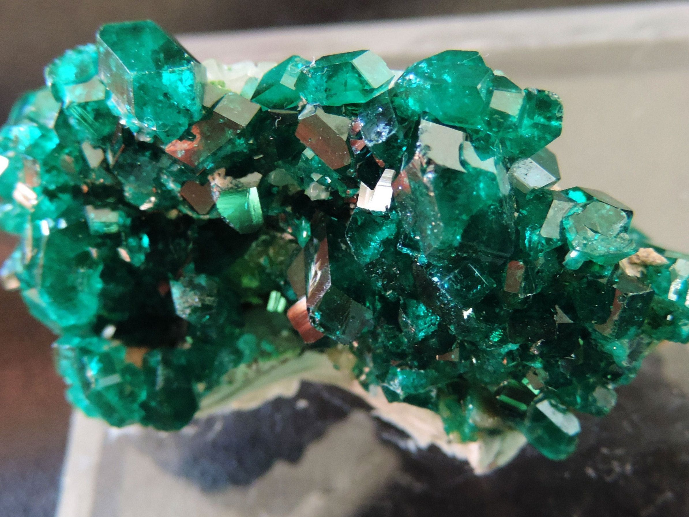 """Couleur Vert Emeraude Foncé dioptase d'un magnifique vert foncé-""""vert émeraude"""", coloré"""