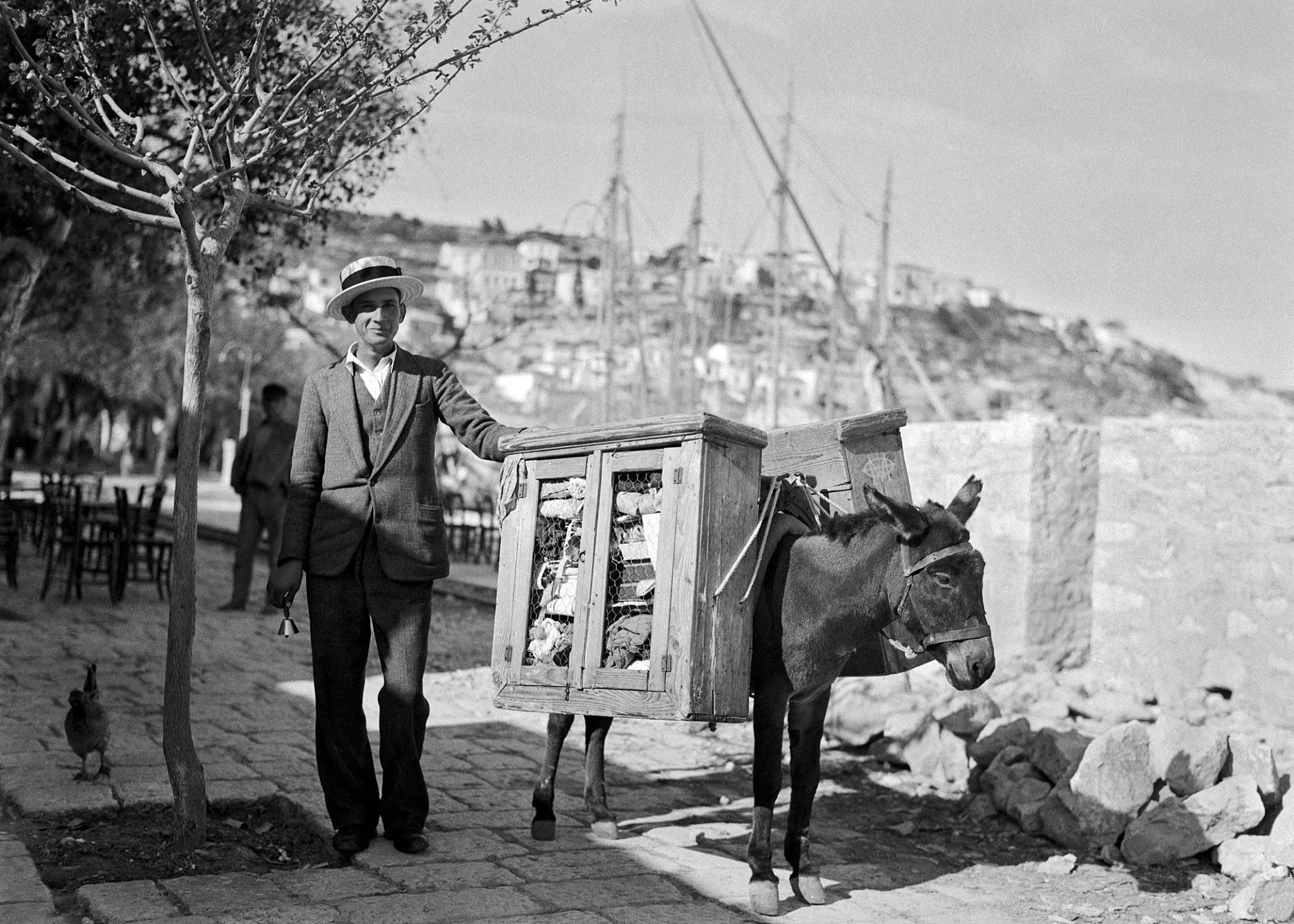 Περικλής Παπαχατζηδάκης, περίοδος Μεσοπόλεμου, Πειραιάς, πλανόδιος πραματευτής | Painting, Historical figures, Historical