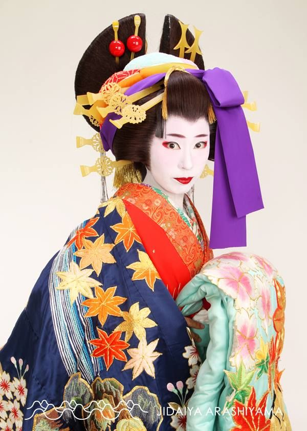 a woman dressed as an oiran at a kimono photography experience anziehsachen pinterest. Black Bedroom Furniture Sets. Home Design Ideas