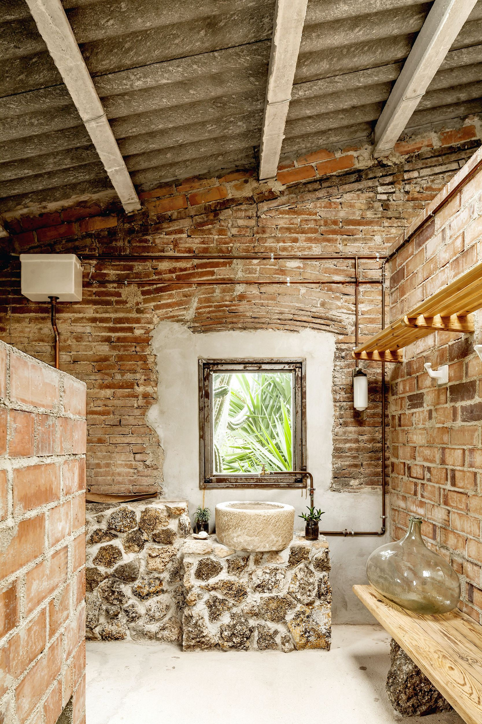 15 Majestic Rustic Brick Wall Bathroom Design On A Budget Decor It S In 2020 Rustic Room Rustic Bathroom Designs Rustic Bathrooms