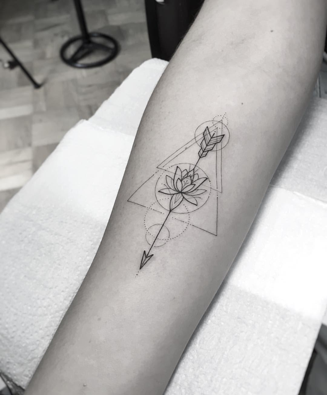 "William Marin on Instagram: ""Lotus"" – Lotus Arrow Geometric Tattoo – #arrowtattoo #auf #dragontattooforwomen #instagram"