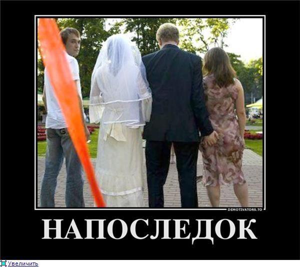 парень залез под платье девушке