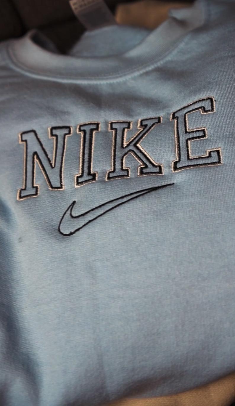 Sweat Shirt Nike Broderie Vintage Personnalise Etsy Sweatshirts Vintage Nike Sweatshirt Nike Sweatshirts [ 1371 x 794 Pixel ]