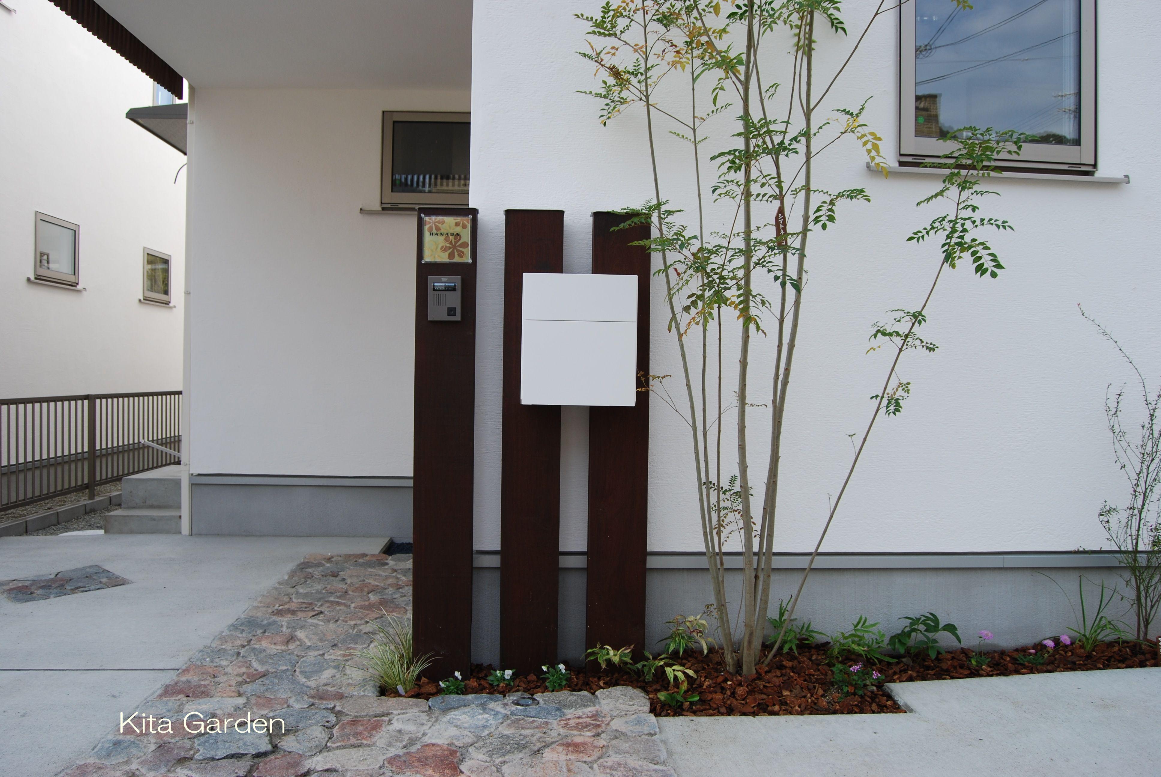 枕木のナチュラルシンプルな門柱 門柱 玄関 前インテリア 玄関 表札