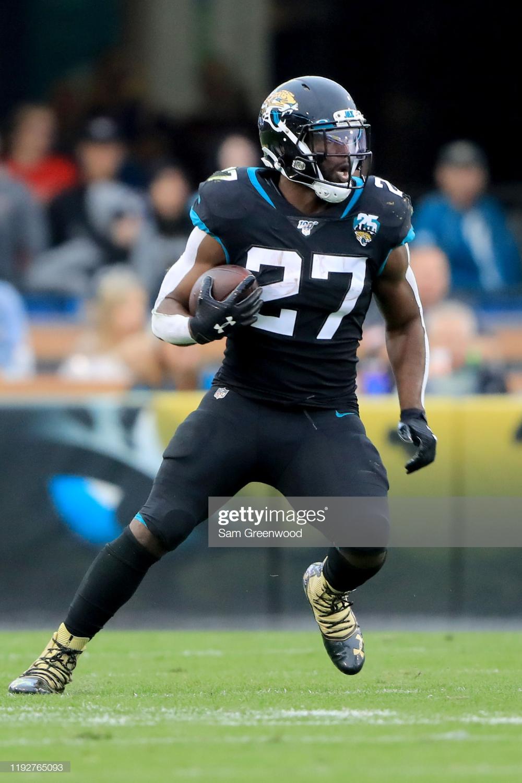Leonard Fournette Of The Jacksonville Jaguars Runs For Yardage During Jacksonville Jaguars Jaguars Nfl Football 49ers