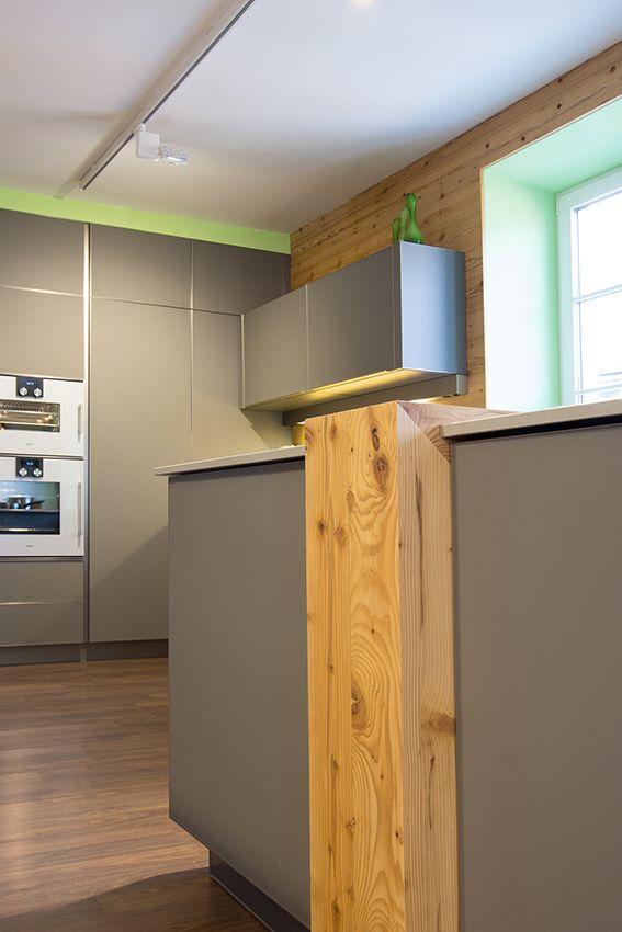 Küche mit altholz rückwand aus altholz barelement aus altholz gefertigt von tischlerei laserer
