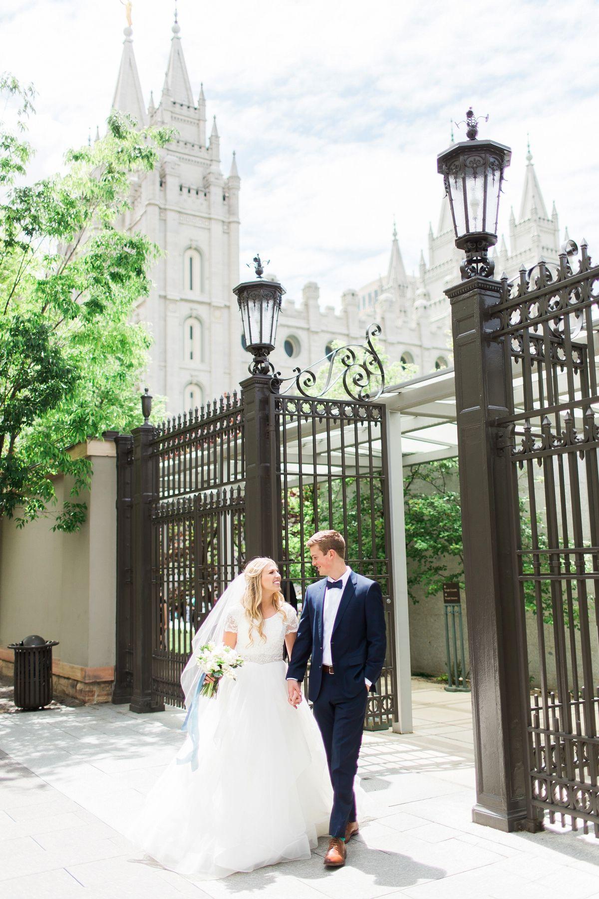 Chelsea zach utah summer backyard wedding photography wedding