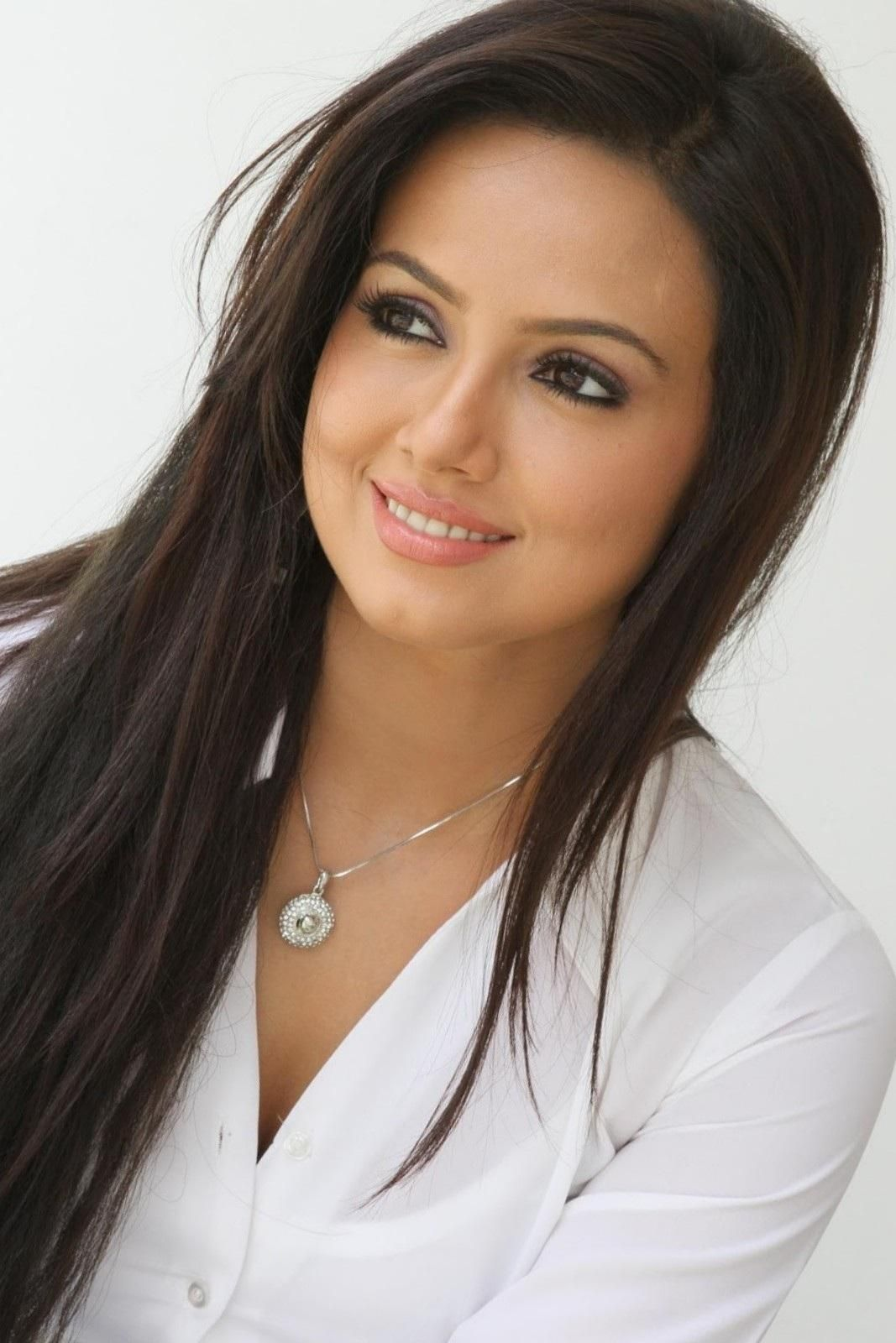 brunette indian actress, model and dancer sana khan (without makeup
