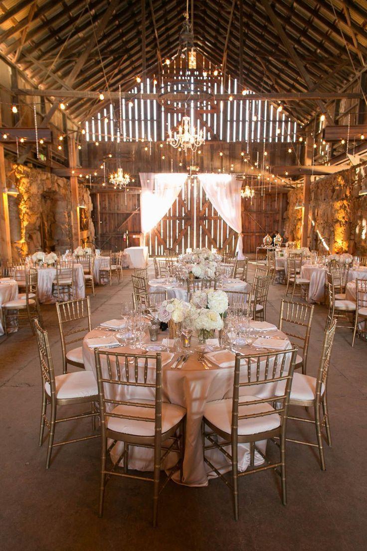 35 Cozy Barn Decor Ideas for Your Fall Wedding - Beauty of Wedding #fallweddingideas