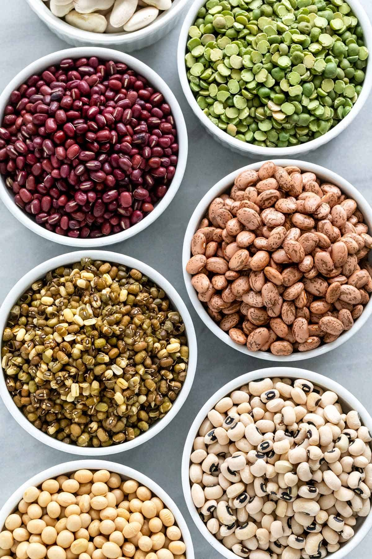Beans are a great source of protein and one of the most commonly eaten foods in the world. Here's a list of several different types of beans available. #beans #pantry #blackbeans #navybeans #pintobeans via @foodiegavin