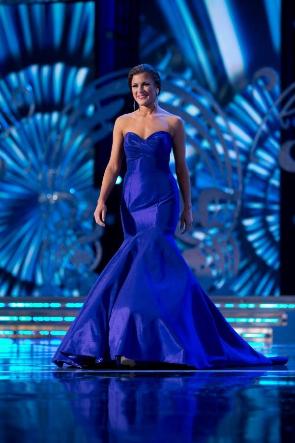 Miss Wisconsin Paula Mae Kuiper looked stunning in this deep purple ...