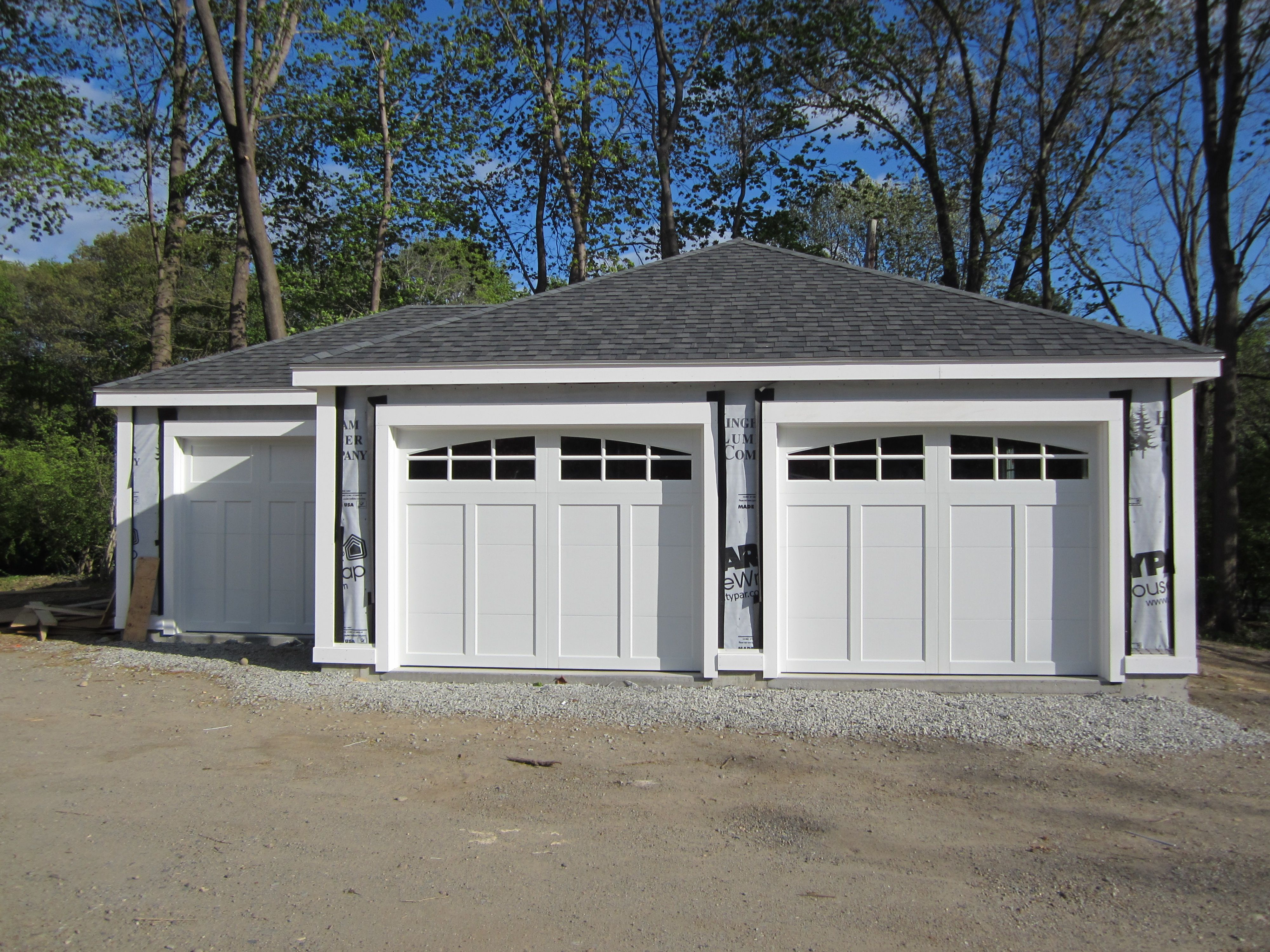 Garage doors carriage house garage doors carriage style garage doors - Haas American Tradition Model 921 Steel Carriage House Style Garage Doors In White With Arch 6