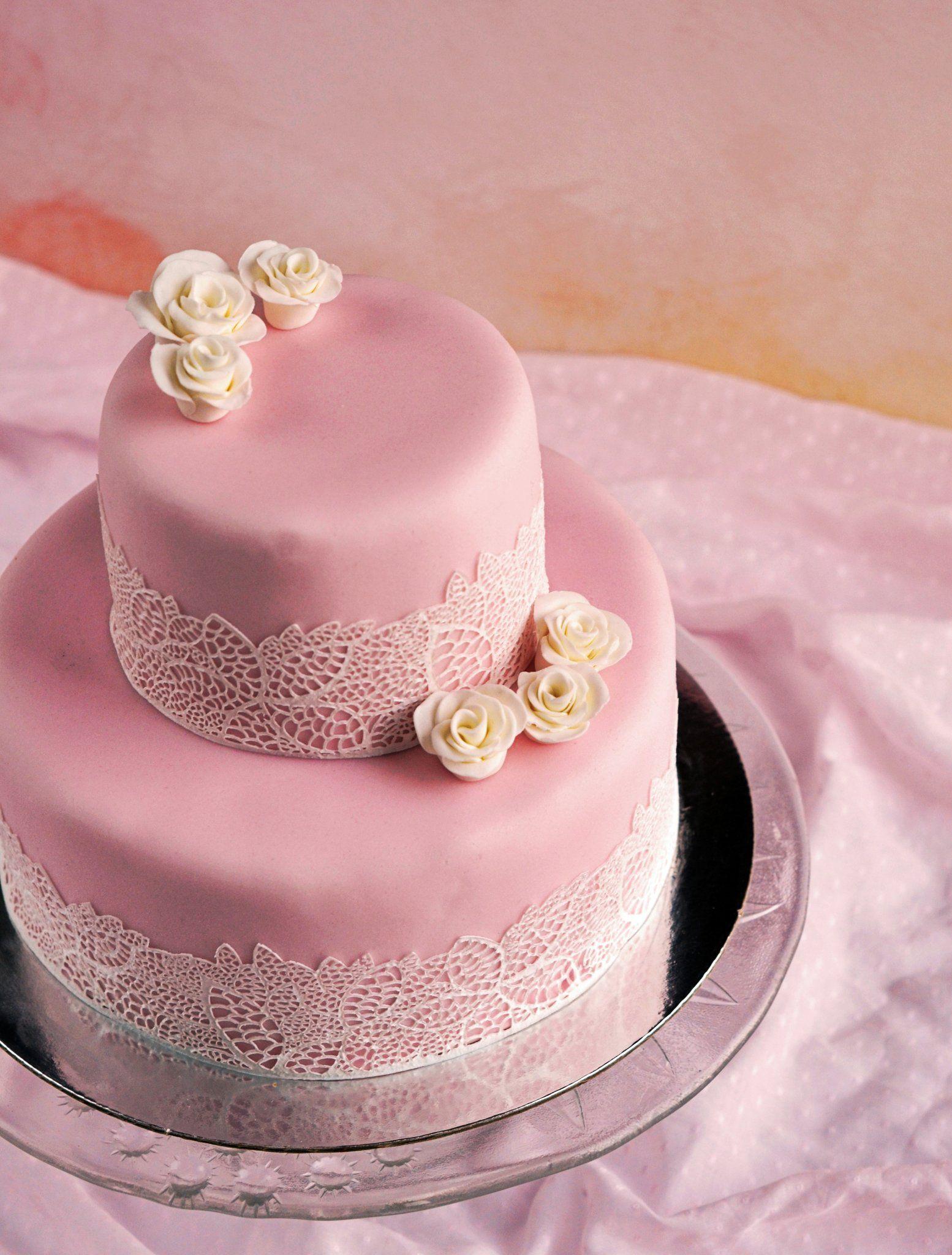 Édes is, csipkés is... Tegyük különlegessé a tortát cukorcsipkével ...
