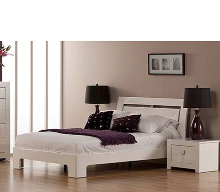 Pin by Elizabeth Drew on bedroom | White bedroom design ...