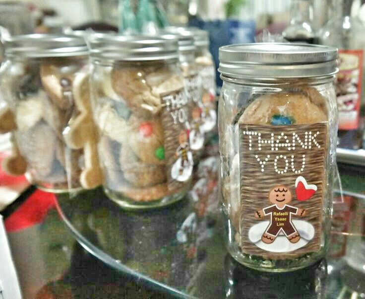 Party favors for the godparents. 4 kinds of cookies made by Doren tayag. So so so good. ♡