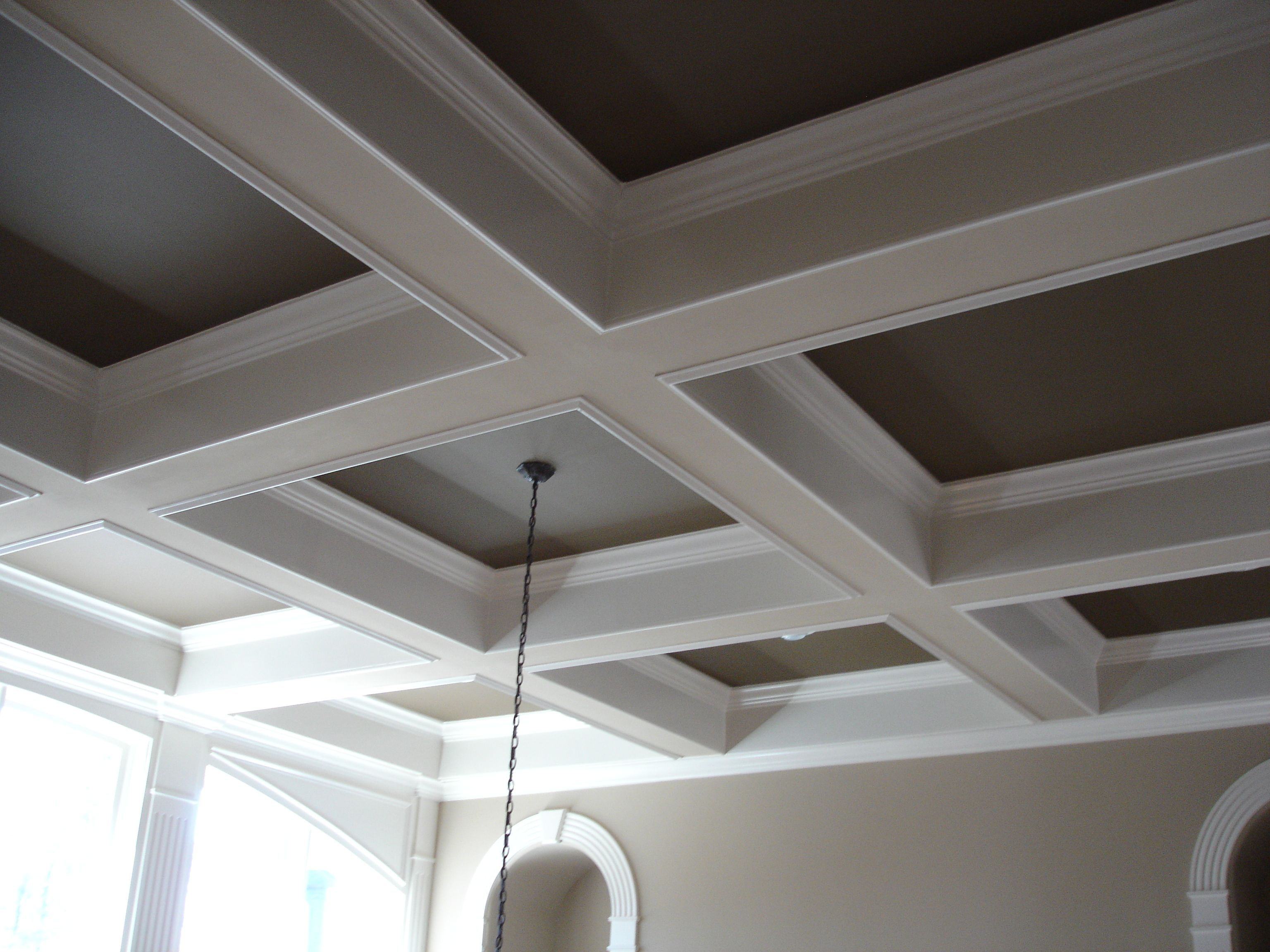 Coffered ceilings in 15 contemporary living rooms tilton for Average cost of coffered ceiling