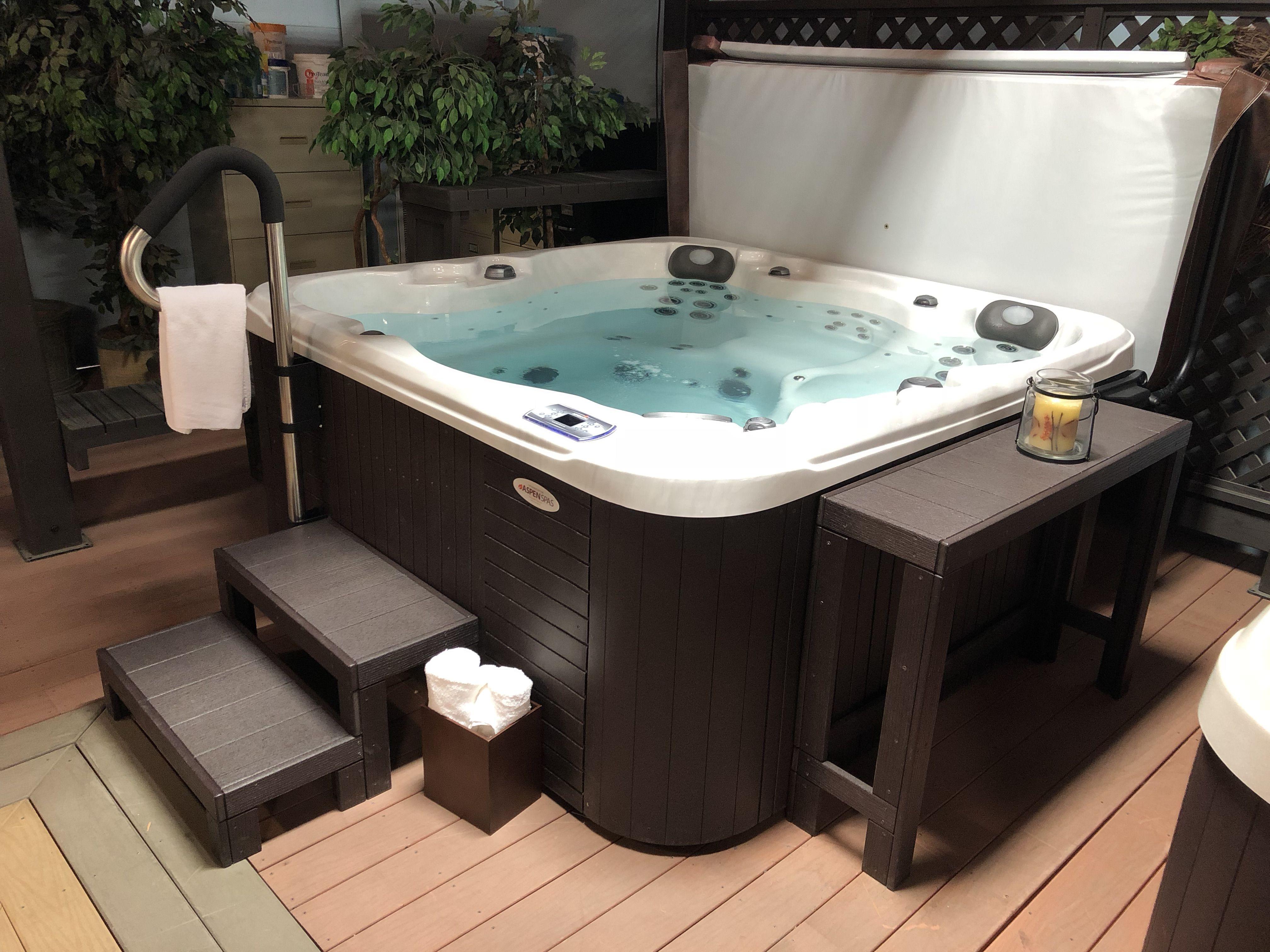 Jacuzzi Es.El Dorado Es Hot Tub Built By Aspen Spas In St Louis