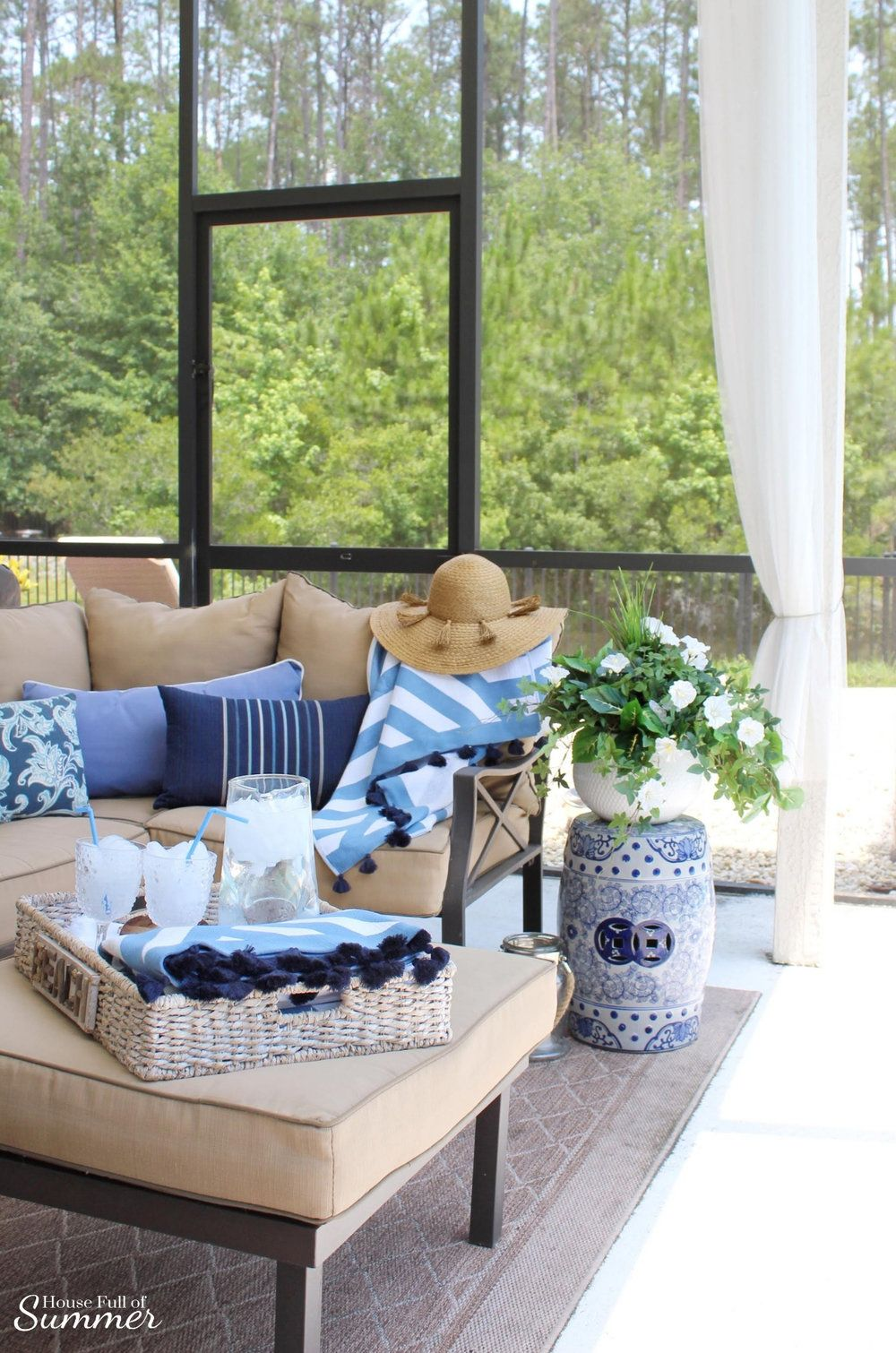Incredible Blue White Poolside Retreat Coastal Decor In 2019 Grey Dailytribune Chair Design For Home Dailytribuneorg
