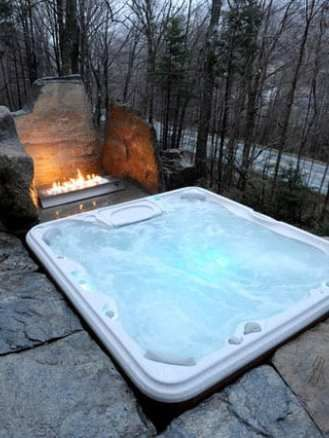 40+ Outstanding Hot Tub Ideas To Create A Backyard Oasis #backyardoasis