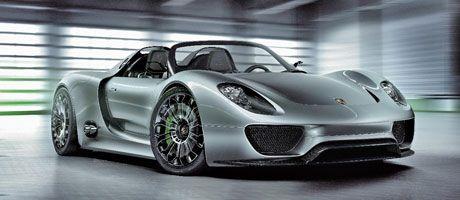 Youtues Evo Mag Meets The Porsche 918 Spyder Plug In Electric Sports Car Porsche Cars Porsche 918