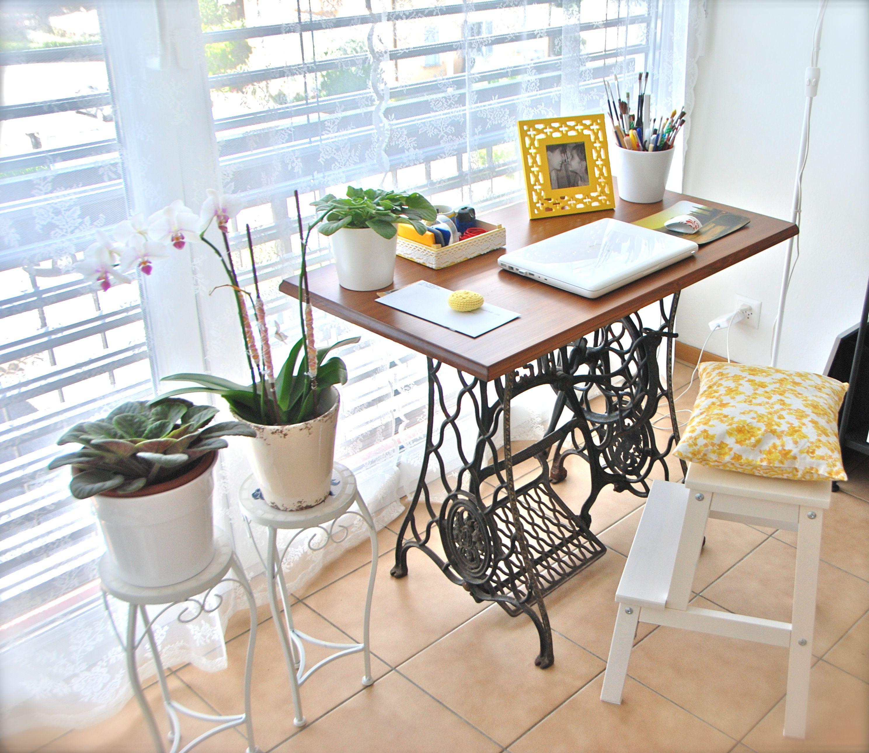 Il mio piccolo angolo studio nel soggiorno :) ex macchina ...