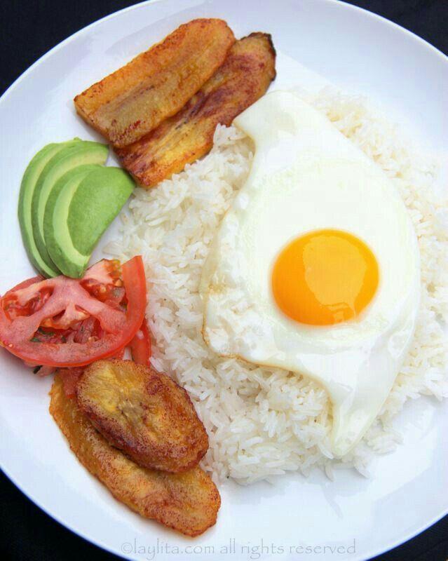 Arroz blanco Huevo frito Plátano maduro frito Tomate Aguacate. My favorite!  | Boricua recipes, Ecuadorian food, Colombian food
