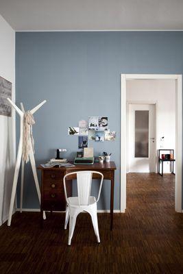 Dazu Eine Hellblaue Wand Und Eine Mischung Aus Abstrakten Weißen Sowie  Antiken Möbeln Schafft Eine Unaufdringliche, Zeitlose Einrichtung. Mehr