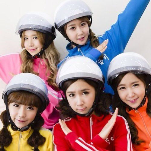 Took quite a while for them to lose the helmet concept. Bar Bar bar was so popular that every where they were invited, talk show…   Kpop girls, K pop star, Pop