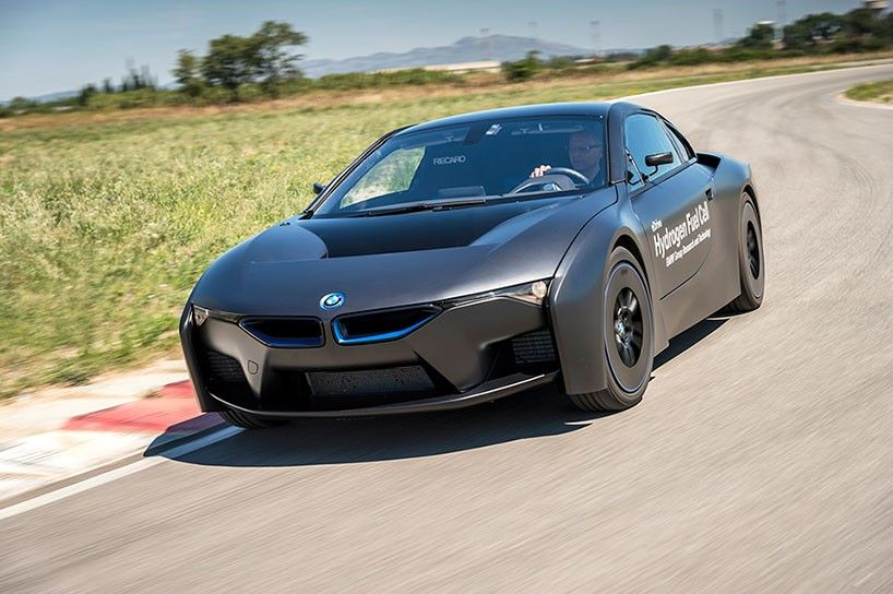 BMW pushes hydrogen fuel cells further in the i8 concept vehicle
