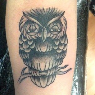 Uma coruja (com um segredo nos olhos!!) | 31 tatuagens de babar para os amantes de livros de aventuras fantásticas