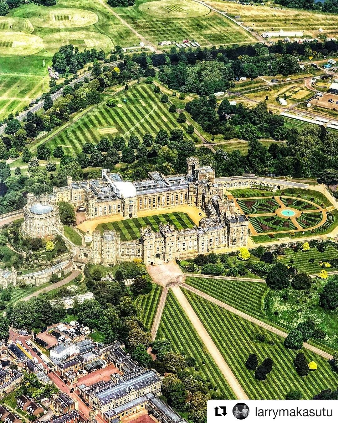 BEAT THE BLUES! Windsor Castle, 🇬🇧. Beautiful grounds of ...