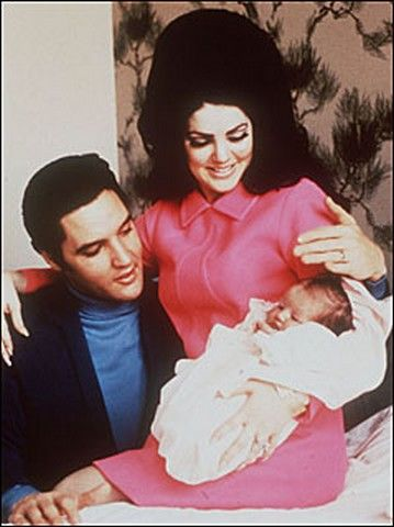 1968 2 05 Elvis with wife Priscilla and daughter Lisa Marie in Memphis