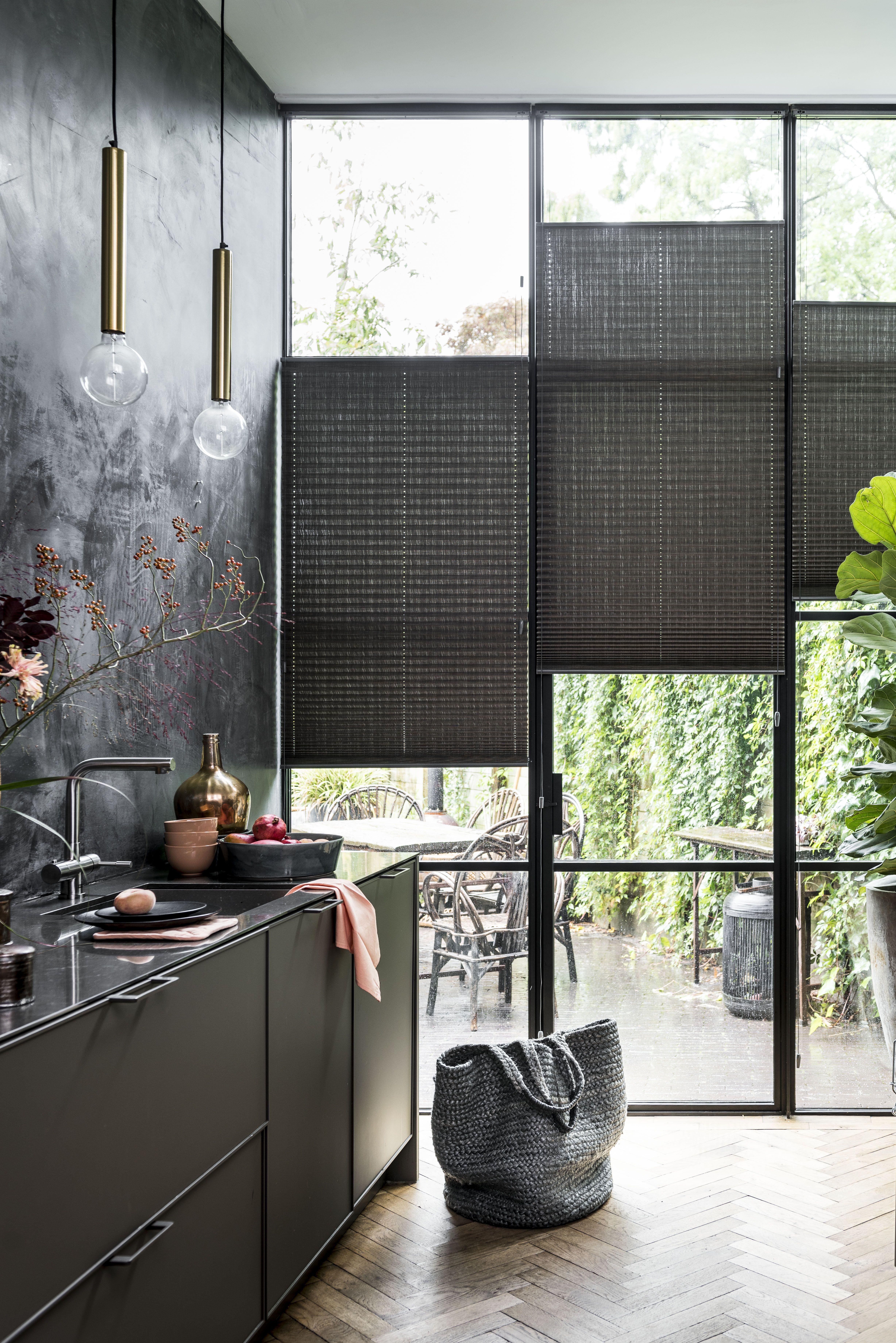 Mooi én strak! #raamdecoratie #inspiratie #bece #woonkamer #rust #plissé