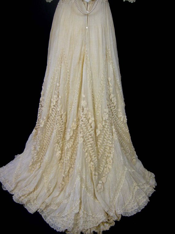 ncredible OPULENT GRANDIOSE Irish Lace Ivory Silk 1800s Ornate Wedding Gown Romantic Dress Condition Spectacular Example Wearable