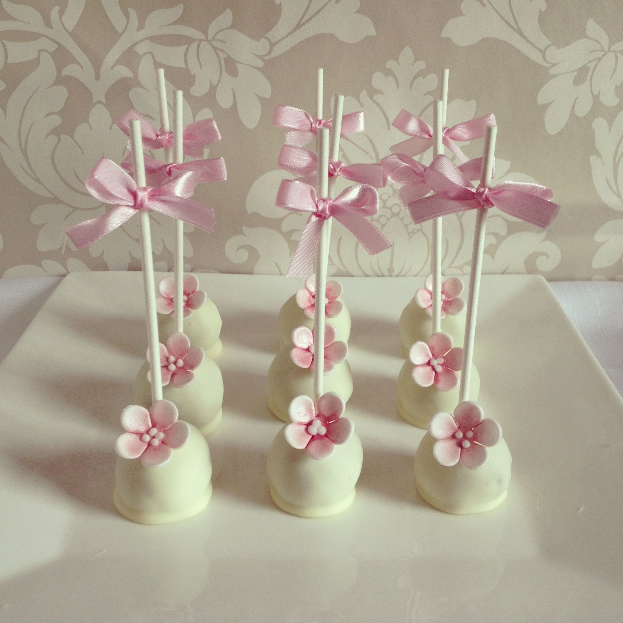 white chocolate cake pops for a baby girls birthday or christening babyshower cupcakes 39 n. Black Bedroom Furniture Sets. Home Design Ideas