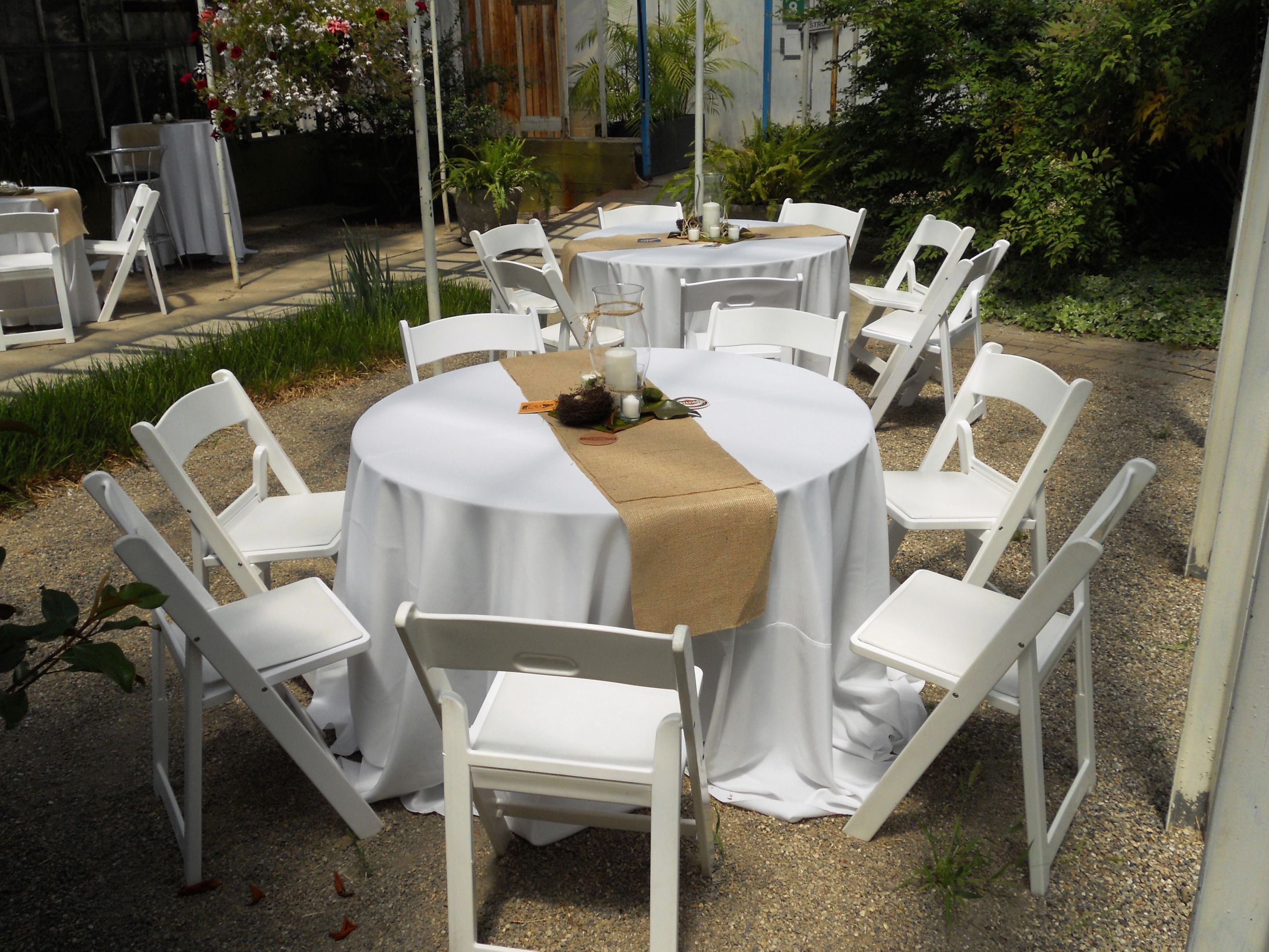 Table runner on round table - For That Vintage Look With A Elegant Flair Our Round Table W White Linen And Burlap Runner And Our White Resin Folding Chairs Pro