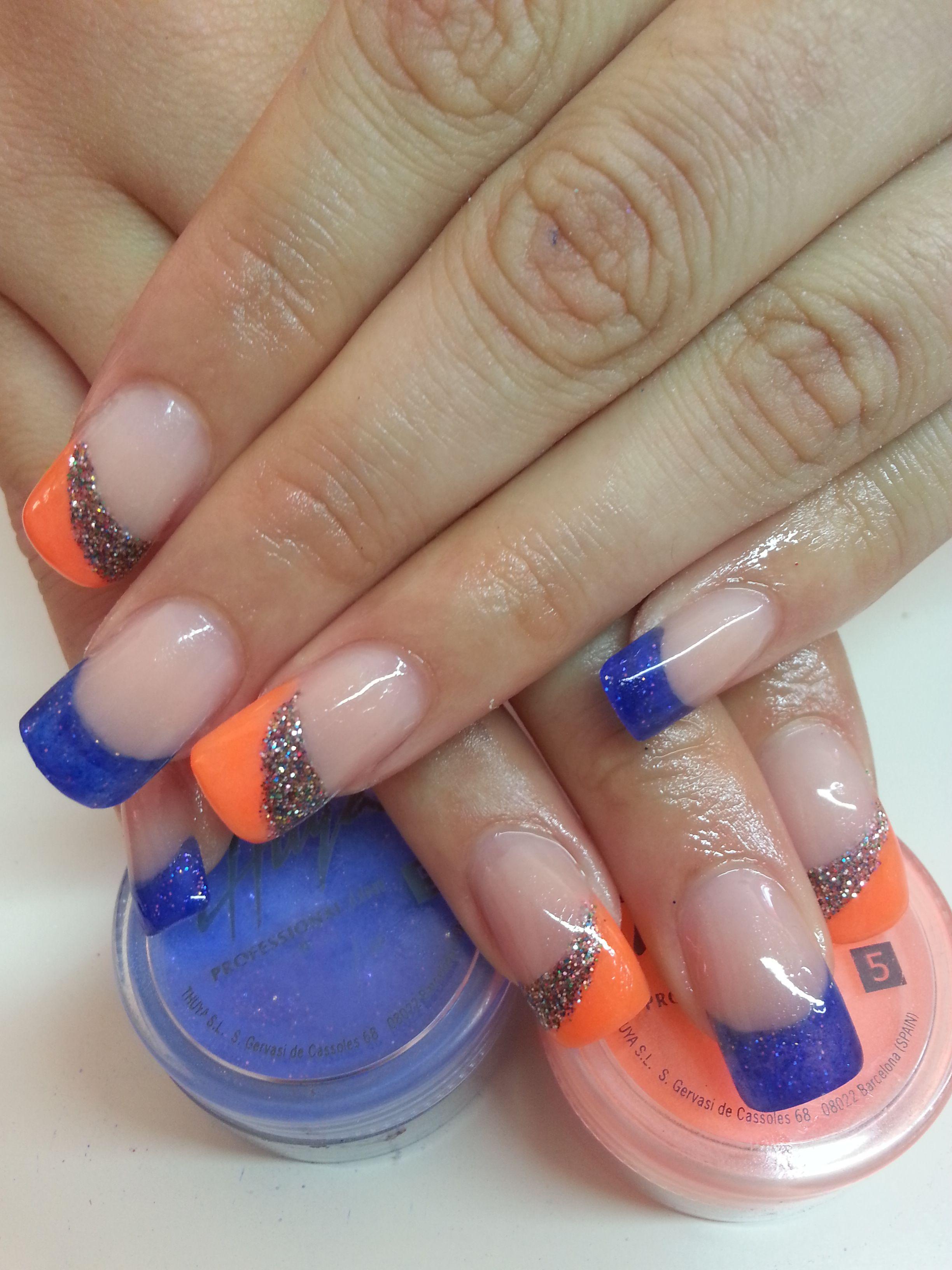 Uñas acrílicas con manicura francesa en naranja neón y azul ...