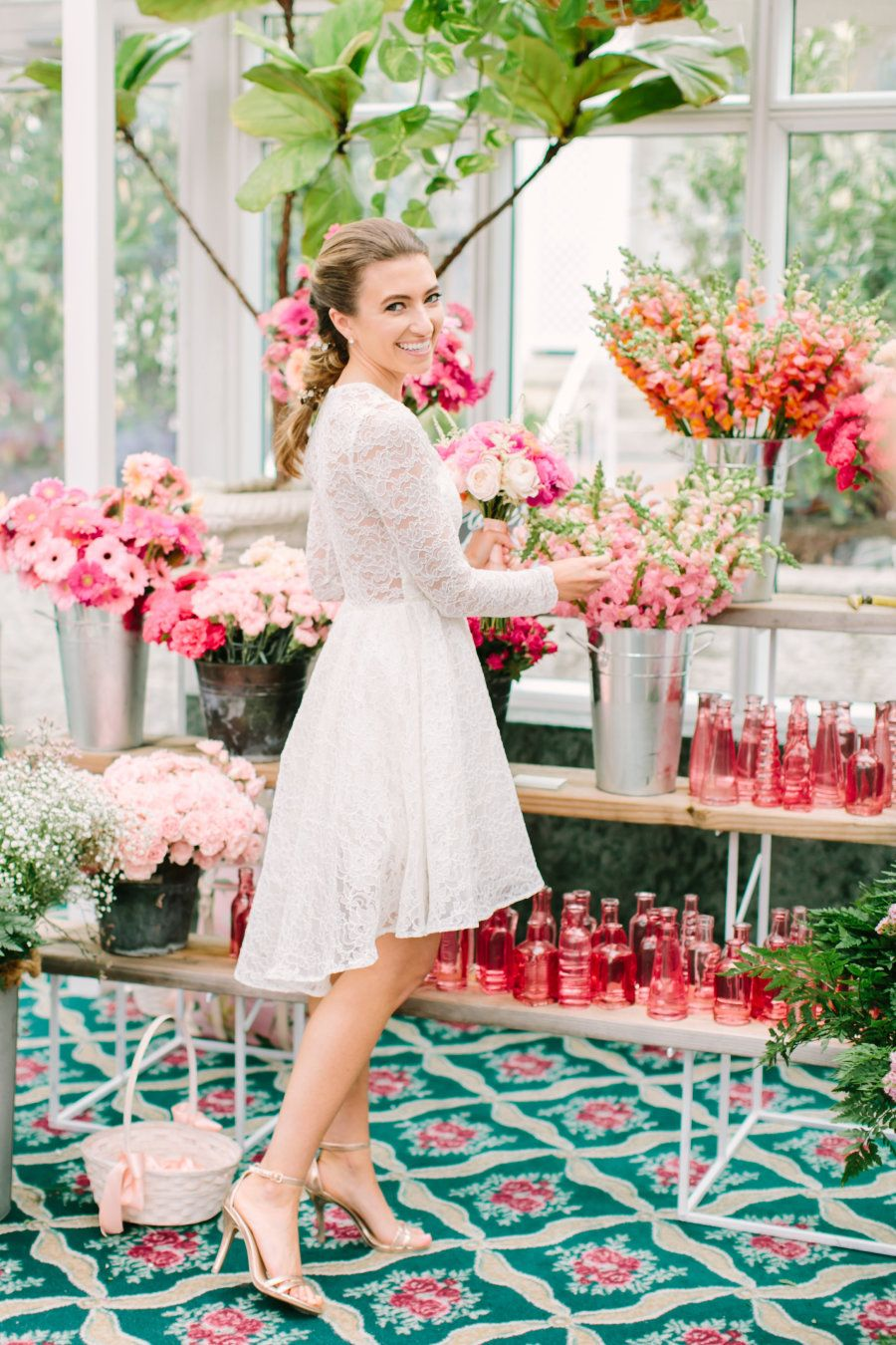 Why flower bars are the new it bridal shower detail beautiful photography love light photographs read more on smp httpstylemepretty20160531why flower bars are the new it bridal shower detail izmirmasajfo