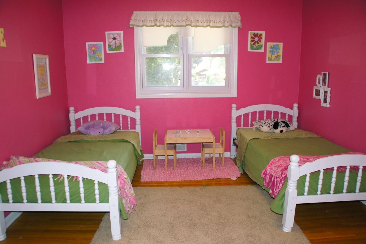 Bedroom designs for boys and girls - Astonishing Shared Kids Room Designs To Check Out Feminine Pink Shared Kids Room Design With